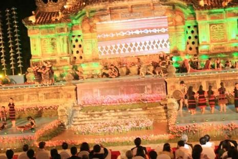 Kẹt cứng đường vì khai mạc Festival nghề truyền thống Huế - ảnh 1