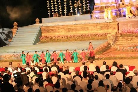 Kẹt cứng đường vì khai mạc Festival nghề truyền thống Huế - ảnh 4