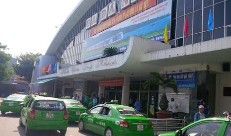 Ga Đà Nẵng quá tải, hàng ngàn khách đứng chen nhau chờ mua vé - ảnh 4