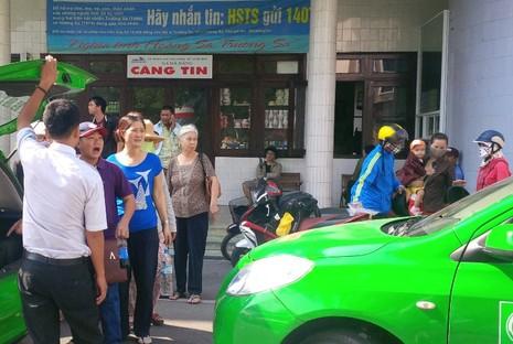 Ga Đà Nẵng quá tải, hàng ngàn khách đứng chen nhau chờ mua vé - ảnh 5