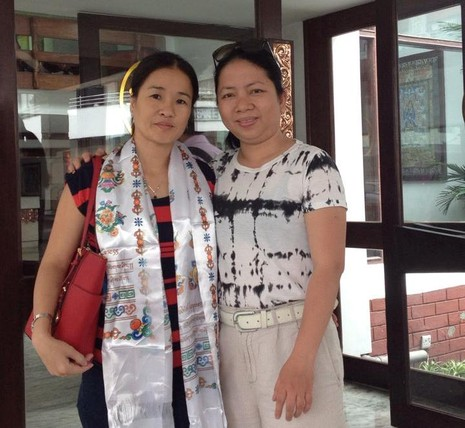 Chị Võ Thị Kim Cương (bên phải)