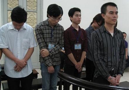 Nghe lén điện thoại, Phó Giám đốc Nguyễn Việt Hùng cùng các nhân viên lần lượt lĩnh án.