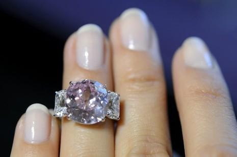 Cận cảnh viên đá ruby 'sang chảnh' có giá hơn 668 tỷ đồng - ảnh 2