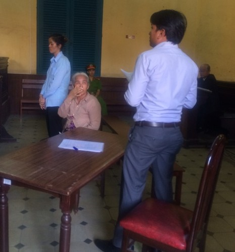Hai mẹ con vận chuyển... 81.000 USD sang Campuchia - ảnh 2