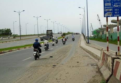 Ngộp thở vì khói bụi ô nhiễm tại xa lộ Hà Nội - ảnh 11