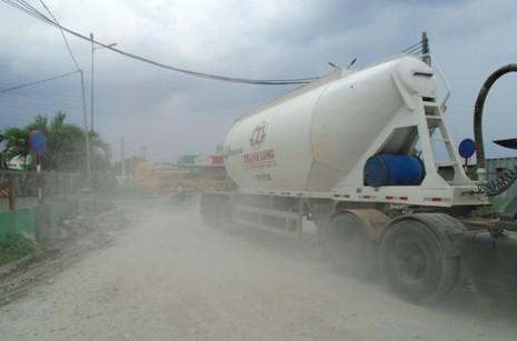 Ngộp thở vì khói bụi ô nhiễm tại xa lộ Hà Nội - ảnh 12