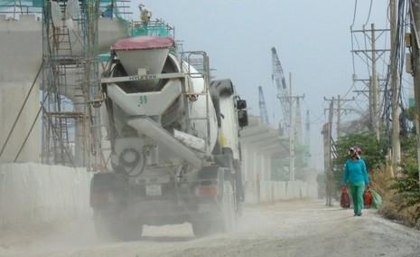 Ngộp thở vì khói bụi ô nhiễm tại xa lộ Hà Nội - ảnh 3