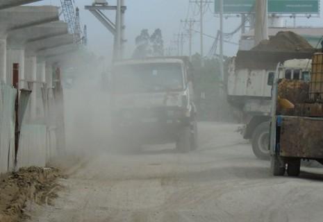 Ngộp thở vì khói bụi ô nhiễm tại xa lộ Hà Nội - ảnh 4
