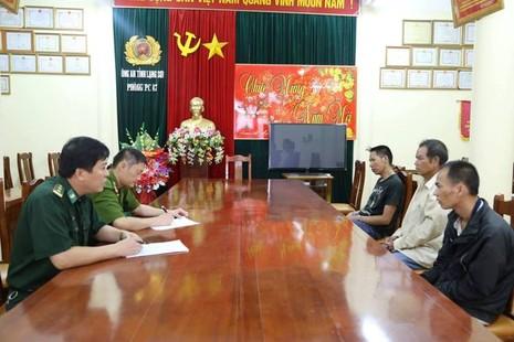 Bắt 3 người Trung Quốc trang bị vũ khí vào VN để… bán ma túy - ảnh 1