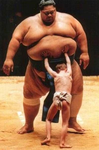 Cuộc 'hành xác' suốt đời của giới võ sĩ sumo - ảnh 2