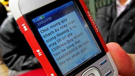 'Thượng đế' phát điên vì bị dội bom tin nhắn - ảnh 2