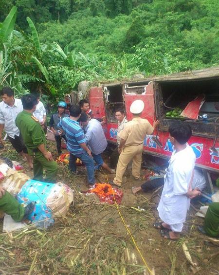 Xe khách rơi xuống vực sâu:1 người chết, 16 người bị thương - ảnh 1