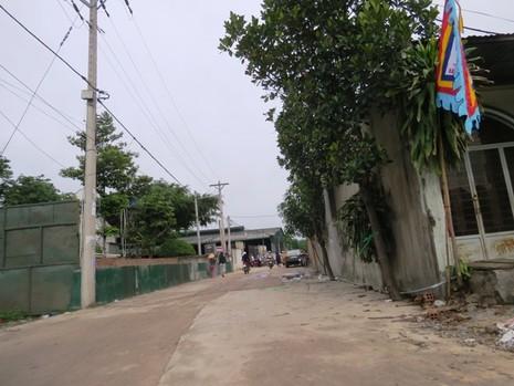 Thảm sát Bình Phước: Hai vợ chồng nạn nhân đang xây đường cho ấp - ảnh 2