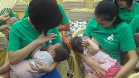 Phát động chiến dịch 'cái ôm đầu tiên' cứu trẻ sơ sinh  - ảnh 1