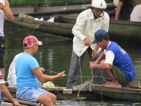 Nam thanh niên nhờ bạn chở đến cầu, nhảy sông tự tử - ảnh 2