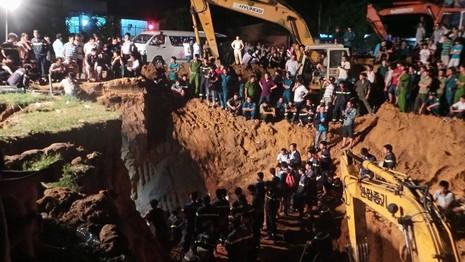 Hàng trăm chiến sĩ cứu hộ giải cứu bé gái lọt xuống giếng sâu  - ảnh 3
