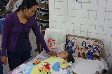 Hàng trăm chiến sĩ cứu hộ giải cứu bé gái lọt xuống giếng sâu  - ảnh 7