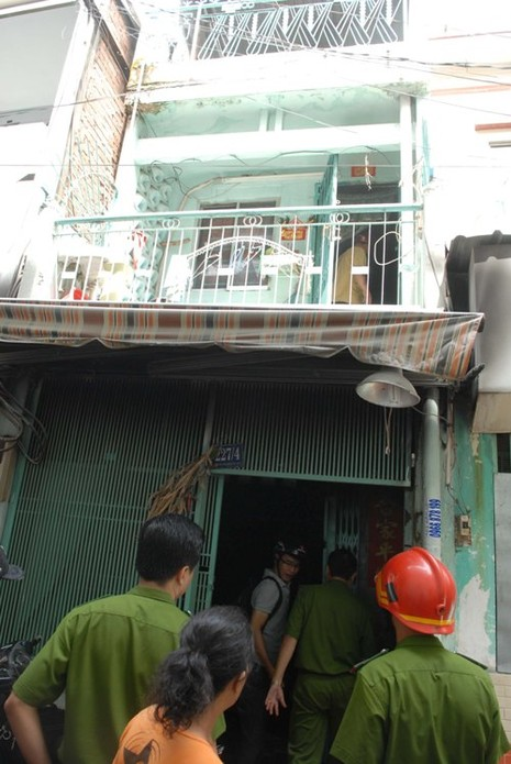 Cháy nhà khóa trái cửa, nhiều người dân hoảng loạn - ảnh 1