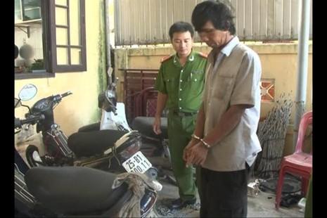 Bắt quả tang thợ sửa xe máy trộm, 'mổ' xe máy để bán  - ảnh 2