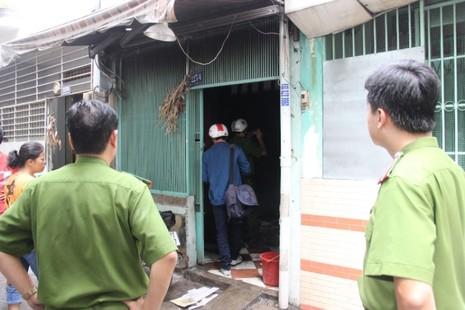Cháy nhà khóa trái cửa, nhiều người dân hoảng loạn - ảnh 3