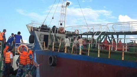 Bắt quả tang 2 tàu sang trái phép… 50.000 lít dầu - ảnh 1