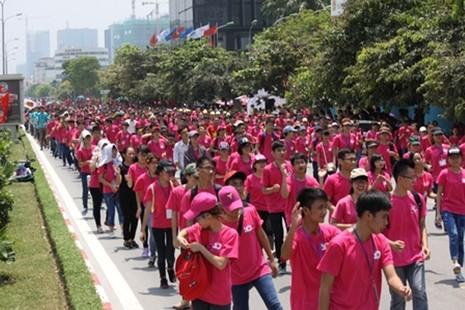 5.000 tình nguyện viên nhảy flashmob trước cổng viện huyết học - ảnh 2