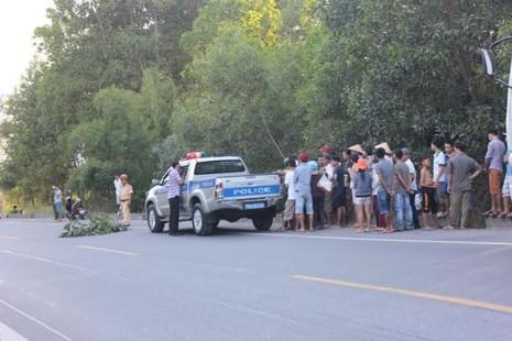 CSGT truy đuổi tài xế xe đầu kéo gây tai nạn nghiêm trọng rồi bỏ trốn - ảnh 1