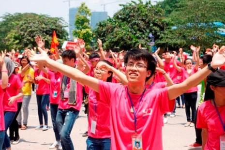 5.000 tình nguyện viên nhảy flashmob trước cổng viện huyết học - ảnh 3
