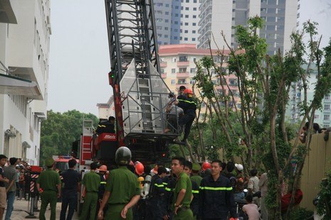 Hà Nội: Cháy lớn tại chung cư hàng chục tầng  - ảnh 8