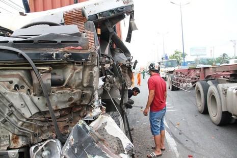 Xe container gây tai nạn liên hoàn trên xa lộ Hà Nội - ảnh 4