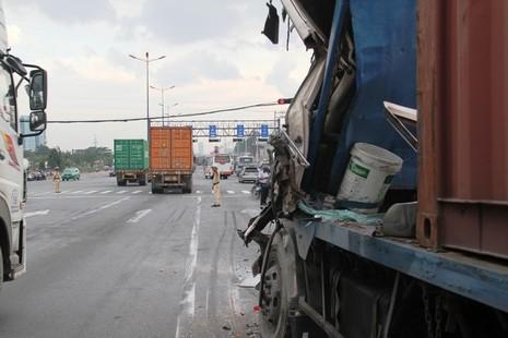 Xe container gây tai nạn liên hoàn trên xa lộ Hà Nội - ảnh 5