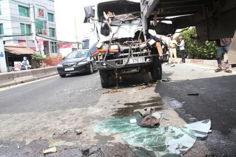 Hai vụ tai nạn ô tô tông liên hoàn khi chờ đèn đỏ - ảnh 4