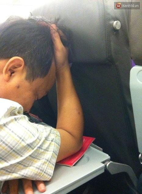 Máy bay từ Tuy Hòa về TP. HCM hạ cánh xuống... Cam Ranh - ảnh 1