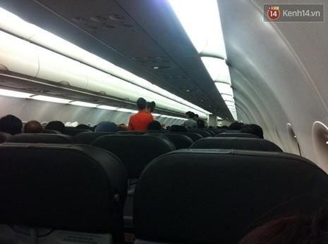 Máy bay từ Tuy Hòa về TP. HCM hạ cánh xuống... Cam Ranh - ảnh 2