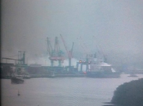 Cháy 20 container chở phốt pho tại cảng ở Hải Phòng - ảnh 1