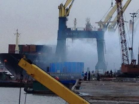 Cháy 20 container chở phốt pho tại cảng ở Hải Phòng - ảnh 3