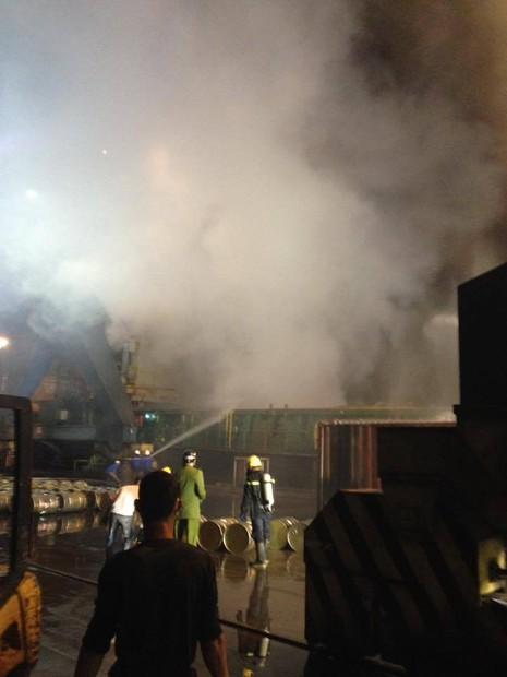 Cháy 20 container chở phốt pho tại cảng ở Hải Phòng - ảnh 6
