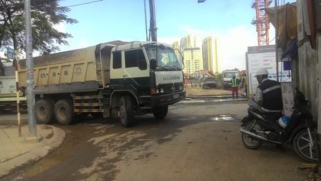 Khu đại gia Sài Gòn khốn khổ vì… cao ốc - ảnh 2