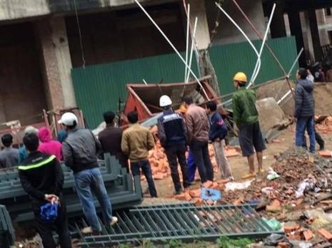 Hà Nội: Rơi thang máy xây dựng, 2 người tử vong - ảnh 1