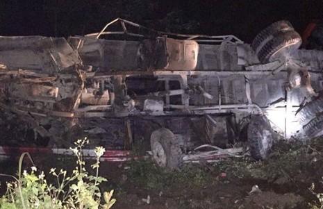 Xe khách tông xe tải, 2 người chết, hàng chục người hoảng loạn - ảnh 2