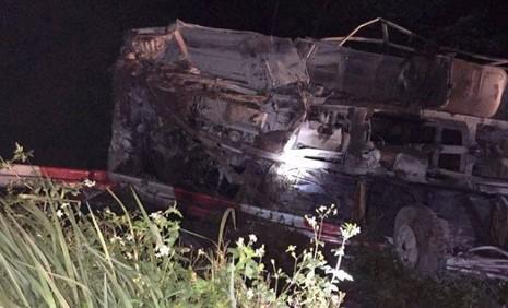 Xe khách tông xe tải, 2 người chết, hàng chục người hoảng loạn - ảnh 4