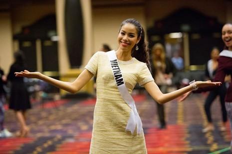 Gây sốt truyền thông, Phạm Hương được quản lý tài khoản instagram Hoa hậu Hoàn vũ - Ảnh 10.