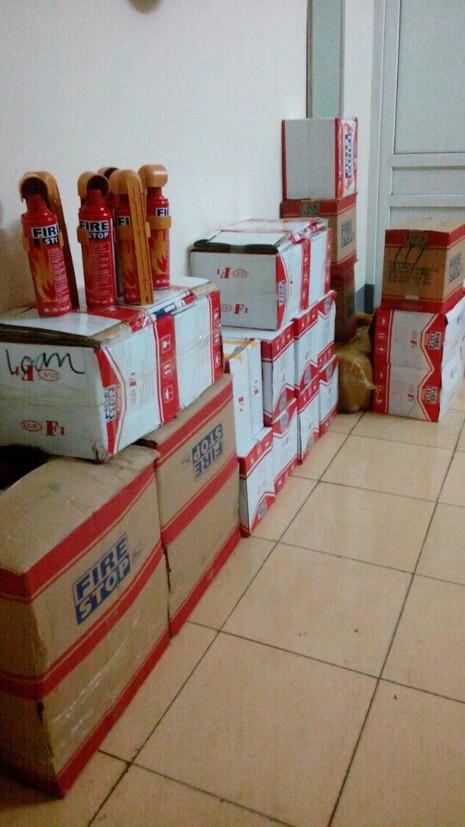 Thu giữ hơn 300 bình cứu hỏa mini nhập lậu từ Trung Quốc  - ảnh 1