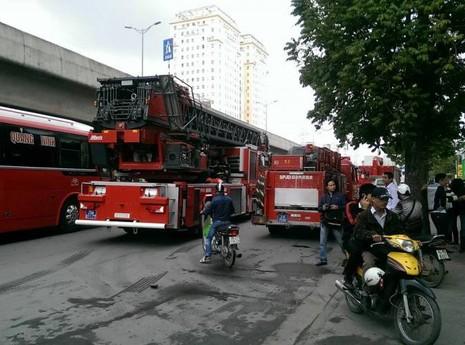 Cháy lớn tại tòa nhà Toyota Mỹ Đình - ảnh 1