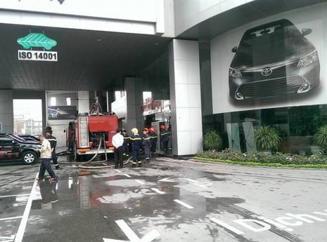 Cháy lớn tại tòa nhà Toyota Mỹ Đình - ảnh 2