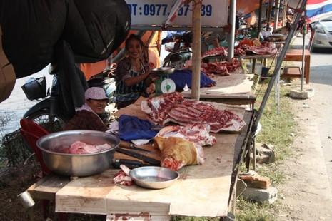 Hàng trăm con bê bị giết thịt tại chợ 'bán rủi cầu may' - ảnh 3