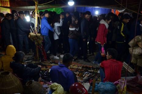 Chợ Viềng: Nghẹt thở đi chợ cầu may - ảnh 15
