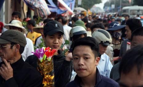 Chợ Viềng: Nghẹt thở đi chợ cầu may - ảnh 2