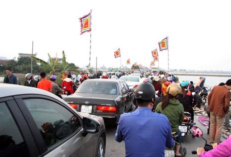 Chợ Viềng: Nghẹt thở đi chợ cầu may - ảnh 5
