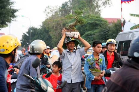 Chợ Viềng: Nghẹt thở đi chợ cầu may - ảnh 8